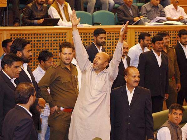 इंजीनियर रशीद ने विधानसभा में की गई मेजर गोगोई के खिलाफ प्रस्ताव की मांग