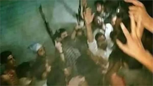 आतंकियों ने हवा में फायरिंग करके मनाया पाकिस्तान की जीत का जश्न
