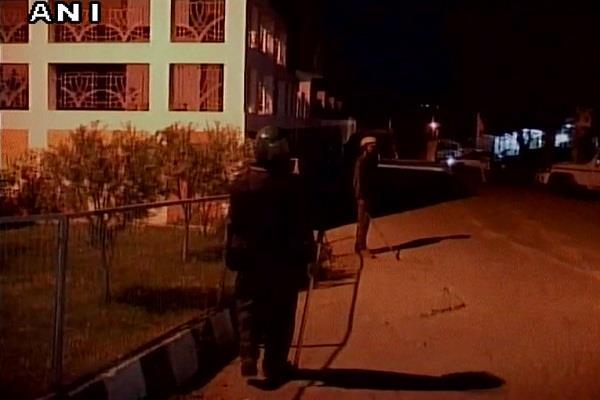भारत की हार के बाद बढ़ाई गई धोनी के घर की सुरक्षा