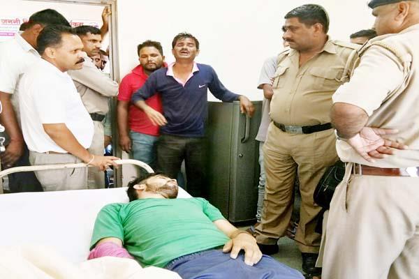 बेइज्जती से परेशान युवक ने लगाया फंदा, 4 गिरफ्तार