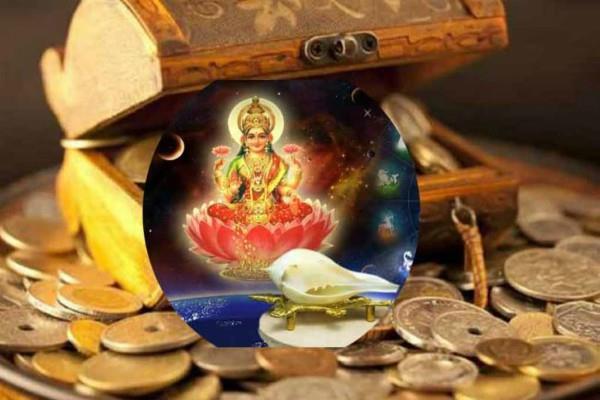 शुक्रवार इन लोगों को खिलाएं ये चीजें, देवी लक्ष्मी देंगी धन के साथ नाम और यश