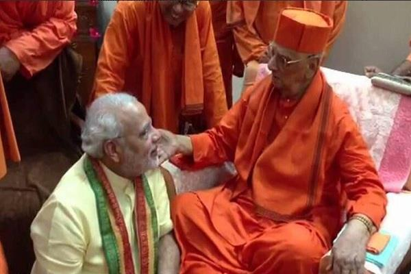 स्वामी आत्मस्थानंद महाराज का निधन, PM मोदी को दीक्षा देने से किया था इंकार