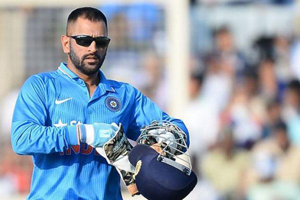 IndvsPak: फाइनल मुकाबले से ठीक पहले धोनी ने जीता क्रिकेट फैंस का दिल