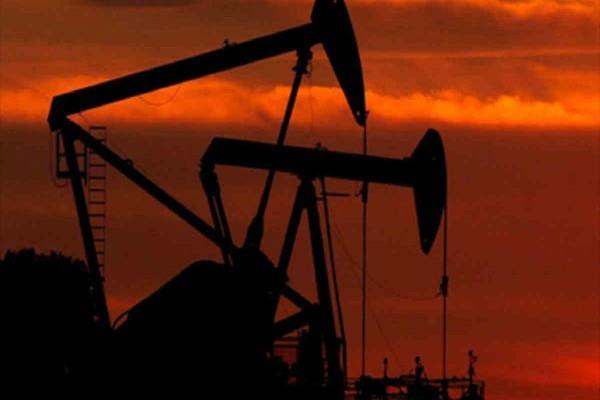 सोना 7 हफ्तों के उच्च स्तर पर, कच्चा तेल संभला
