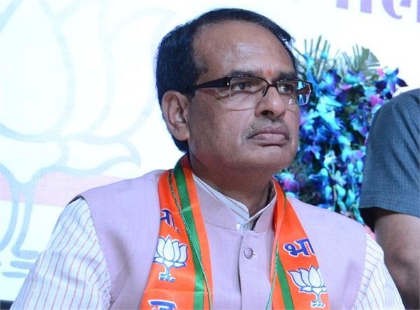 MP: किसानों को मनाने के लिए शिवराज का उपवास, कांग्रेस ने बताया- 'नौटंकी'