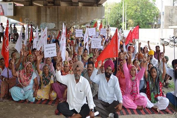 कामरेड का पंजाब सरकार के खिलाफ प्रदर्शन