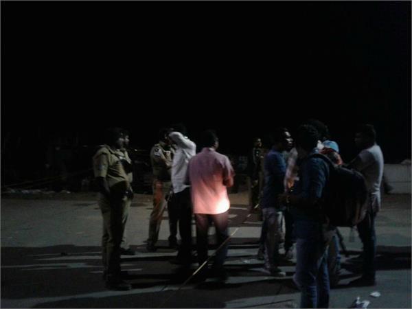 साम्बा में मैच के बाद पटाखे फोड़े जाने से तनाव, विरोध में सड़कों पर उतरे लोग