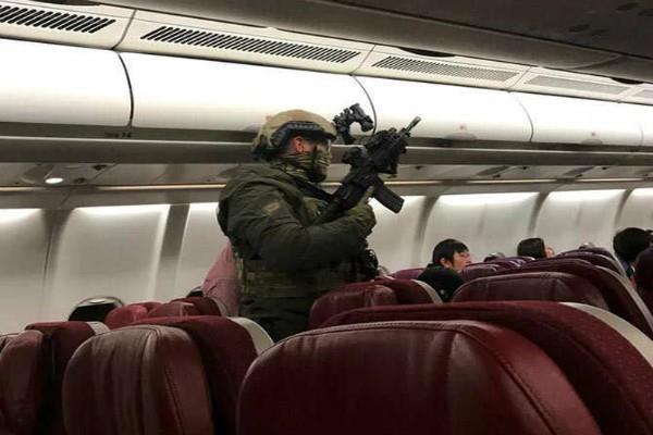 आतंकी वारदात के डर से मलेशिया का विमान वापस लौटने पर हुआ मजबूर(Pics)