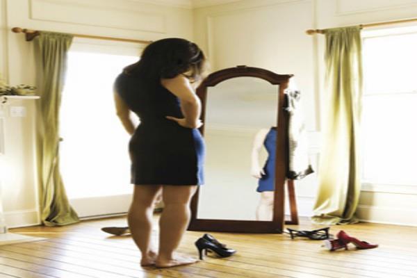 इस विधि से देखा गया Mirror कुरूप लोगों को भी बना देता है सुंदर