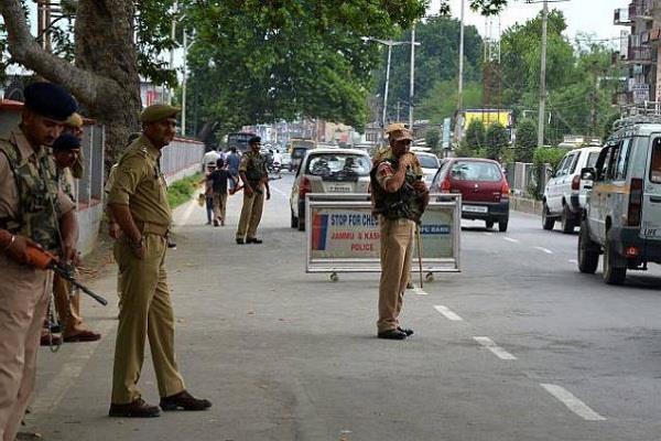 भारत-पाक मैच के दौरान श्रीनगर में आतंकी हमला होने की आशंका, हाई अलर्ट