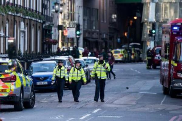लंदन ब्रिज हमला: पुलिस ने तीन युवकों को बिना किसी आरोप के किया रिहा
