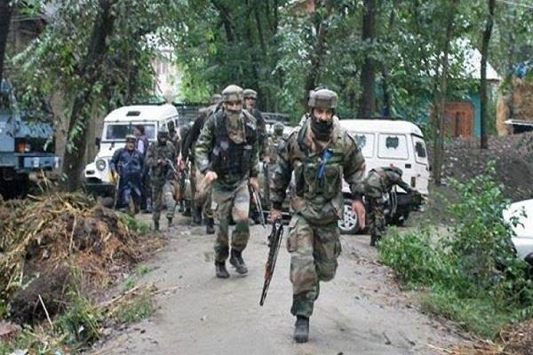 आतंकियों ने किया सेना के गश्त दल पर हमला, गोलीबारी