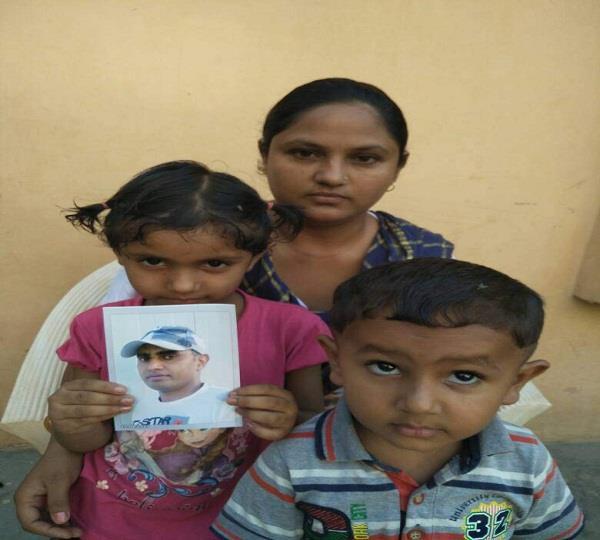 ईराक में बंदी बनाए गए पति की रिहाई की उठाई मांग
