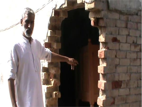 बजता रहा डीजे, चोर घर की दीवार तोड़कर ले गए लाखों का सामान