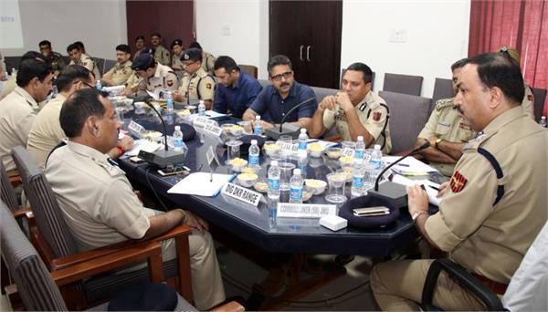 पुलिस के वरिष्ठ अधिाकारियों ने अमरनाथ यात्रा की सुरक्षा को लेकर की बैठक