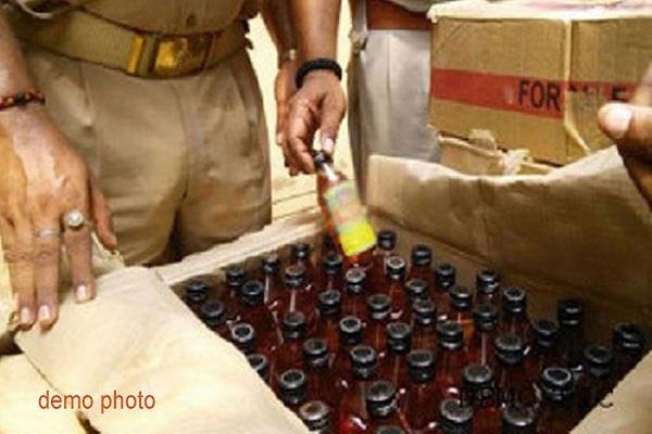 बिहार में सुपौल और गया से भारी मात्रा में शराब बरामद
