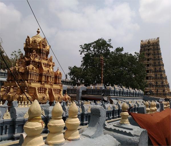 भारत के इन 4 मंदिरों में भगवान नहीं राक्षसों की होती है पूजा !