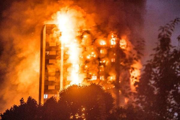 लंदन के ग्रेनफेल टावर में भीषण आग में मरने वालों की संख्या 65 हुई