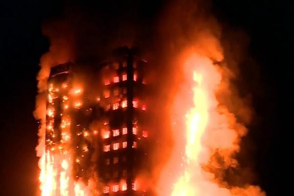 लंदन में भीषण अग्निकांड, पीड़ितों की मदद के लिए आगे आए मस्जिद, गुरुद्वारे और गिरजाघर