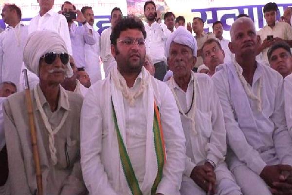 करनाल में कांग्रेस का सत्याग्रह आंदोलन शुरू, सैकड़ों कार्यकर्ताओं के साथ धरने पर बैठे तंवर