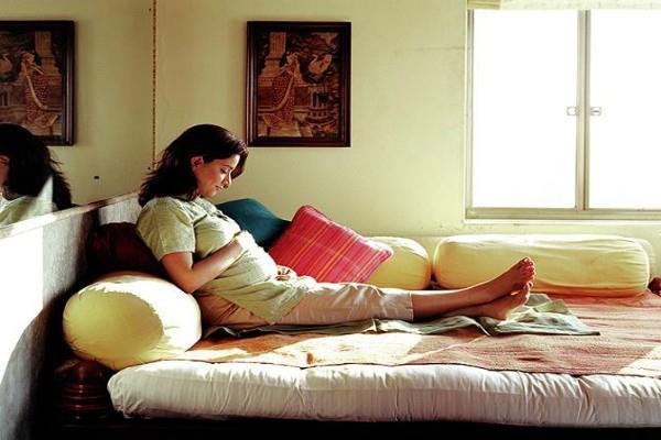 गर्भवती के रूम में रखें ये सामान, स्वस्थ रहेगी मां और पैदा होगी बुद्धिमान संतान