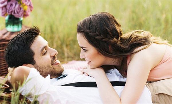 बोर होता जा रहा है शादीशुदा रिश्ता तो अपनाएं ये टिप्स