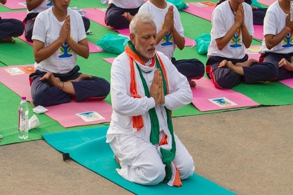 योगी सरकार के कई मंत्रियों की मोदी के साथ योग करने की हसरत रह जायेगी अधूरी