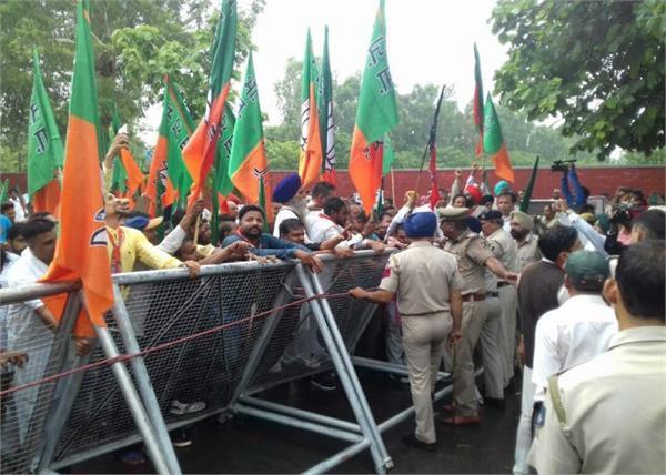 भाजपा दलित मोर्चे की तरफ से विधानसभा के घेराव की कोशिश