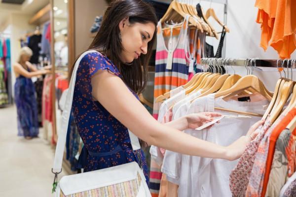 GST: गारमेंट्स कंपनियों ने शुरू की महासेल, इन ब्रैंडस पर मिल रहा है बंपर Discount