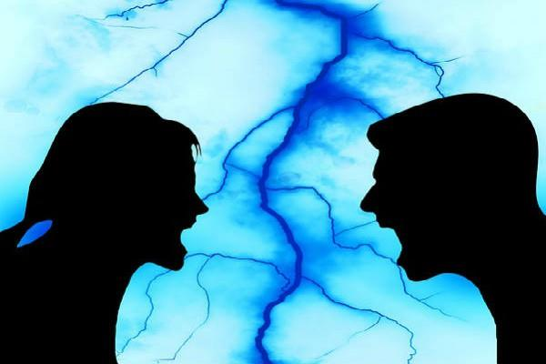 गृह कलह की काट है ये उपाय, पति-पत्नी में से किसी एक को आएगी बुद्धि
