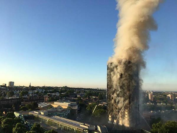 लंदन: जलकर खाक हुई 27 मंजिला इमारत, सामने आईं भीषण तबाही की तस्वीरें