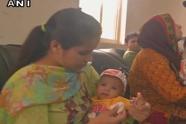 इलाज के लिए भारत पहुंचा पाकिस्तानी मासूम, पिता ने सुषमा का किया शुक्रिया