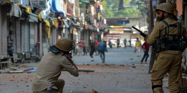कश्मीर में हिंसक प्रदर्शनों पर नकेल : केन्द्र ने  भेजी 1 लाख प्लास्टिक बुलेट और पावा शैल