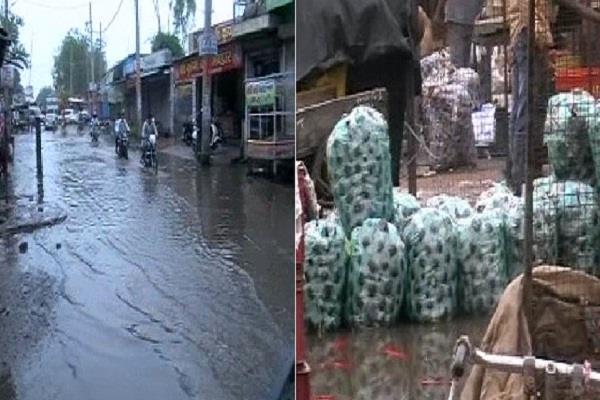 बरसात ने खोली प्रशासन के दावों की पोल, पूरा शहर हुआ जलमग्न