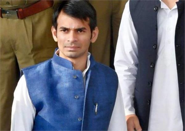 बिहार : भाई के पेट्रोल पंप का लाइसेंस रद होने से भड़के उप मुख्यमंत्री
