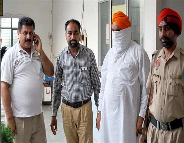 खुद को नवजोत सिंह सिद्धू का पी.ए. बता लोगों से ठगी करने वाला गिरफ्तार
