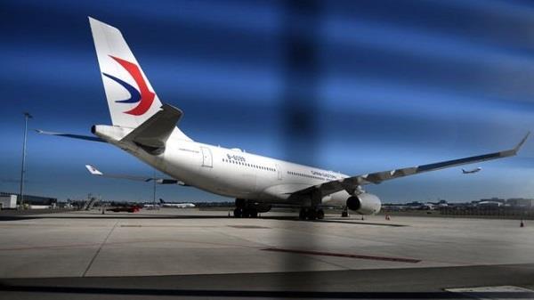 विमान में लगे झटके,  26 यात्री घायल