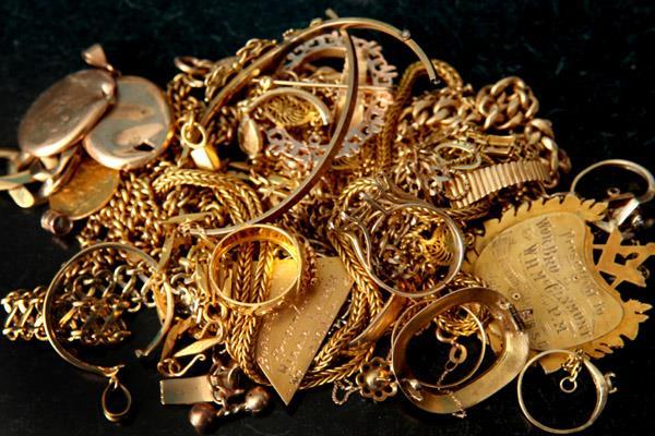 सोने-चांदी की कीमतों में गिरावट जारी