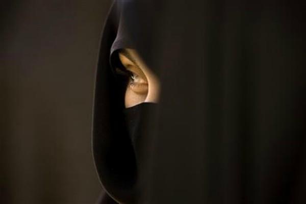 ब्रिटेन में घृणा अपराध बढ़े, महिला का हिजाब खींचा