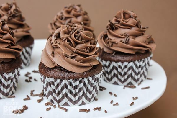 बच्चों के लिए घर पर ही बनाएं चॉकलेट कप केक