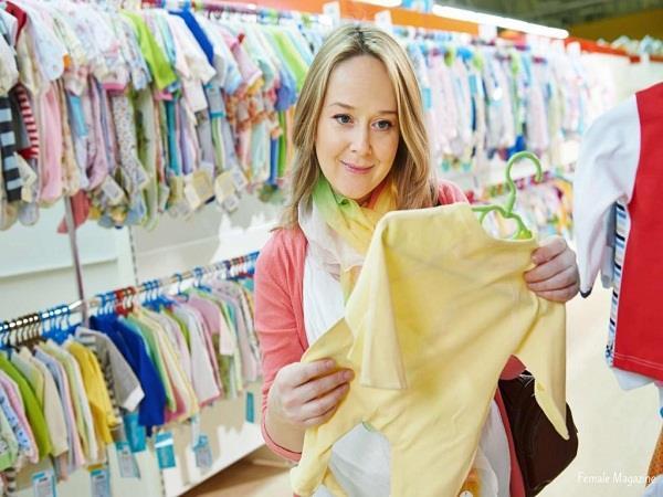 नवजात शिशु को पहनाएं एेसे कपड़े, नहीं होगी परेशानी