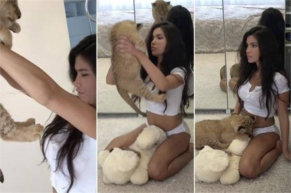 शेर के बच्चे के साथ खेल रही इस मॉडल की तस्वीर हुईVIRAL