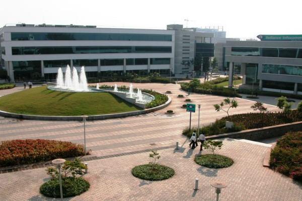 धीरूभाई अंबानी नॉलेज सिटी बेचने की योजना बना रहा R-Com