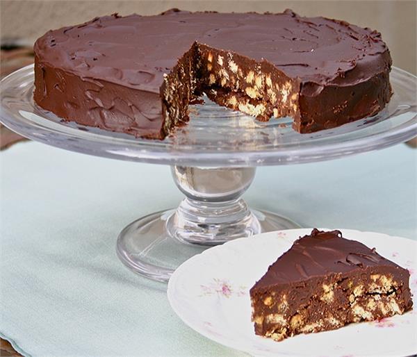 बच्चों को खूब पसंद आएगा चॉकलेट बिस्किट केक