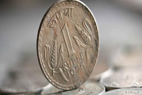 रुपया 12 पैसे मजबूत, 64.42 के स्तर पर बंद