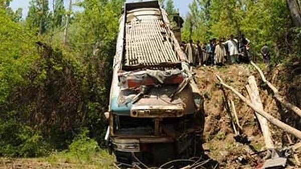 नेपालः बस नदी में गिरी, 11 की मौत