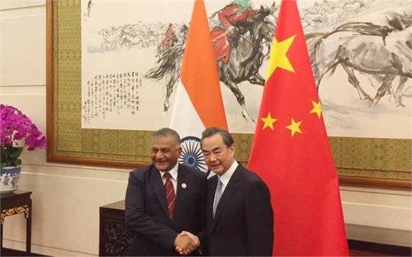 वी के सिंह ने चीन के विदेश मंत्री से की मुलाकात