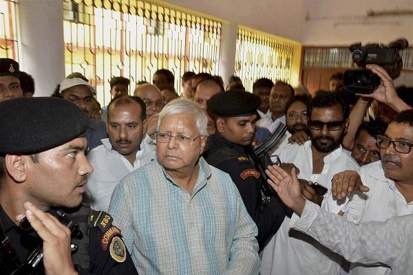 चारा घोटाला: पूर्व मुख्यमंत्री लालू यादव एवं जगन्नाथ मिश्रा की अदालत में पेशी