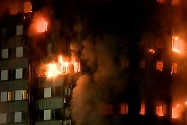 लंदन में भीषण आग लगने की घटना में 58 लोगों की हुई मौत : पुलिस