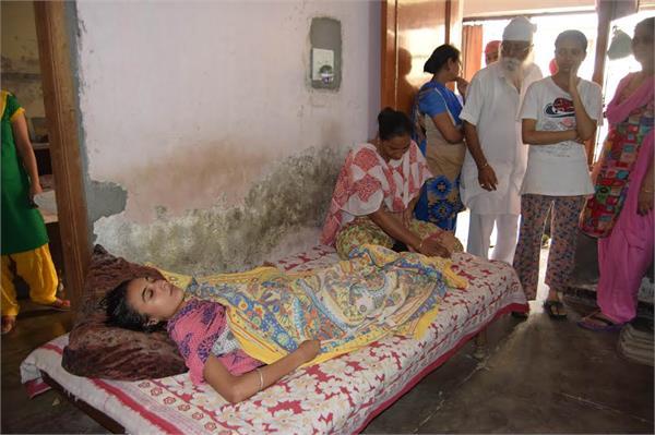 घर में घुसा बारिश का पानी, पानी निकाल रही महिला की दर्दनाक मौत